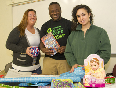 UAlbany students wrap holiday gifts.