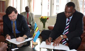 SUNY/CID Director Malcolm Russell-Einhorn and EALA's Rt. Hon. Abdirahim H. Abdi