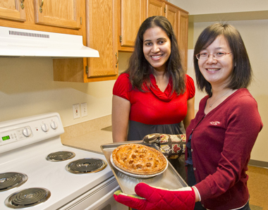 Two international students with an apple pie for Thanksgiving.