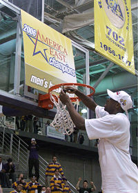 Jamar Wilson cuts down the net