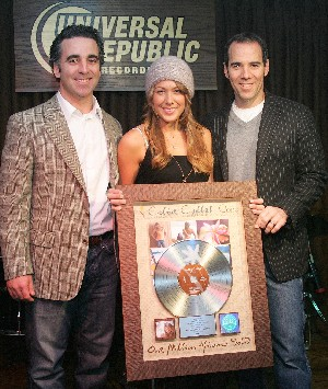 Universal Republic Records co-founders and UAlbany alums Monte and Avery Lipmann with pop superstar Colbie Caillat