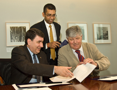 Sanjay Goel, President George Philip and Moscow St. IT Director Vladamir Sokolov sign an agreement on collaboration