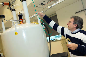 Alexander Shekhtman in his NMR lab
