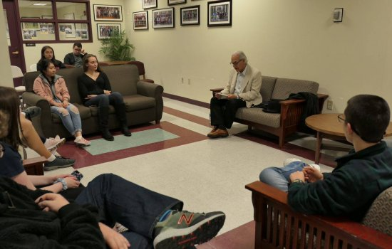 Alan Pfeffer speaks with Honors College students
