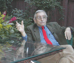 Edward Albee, The State House garden, 10/2/01 photo: by Judy Axenson