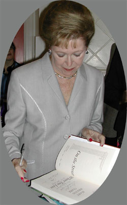 Mary Higgins Clark, Page Hall, 10/3/01, photo by Judy Axenson
