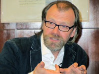 george saunders braindead megaphone essays The braindead megaphone is george saunders's first full-length essay collection, published in 2007 it is 272 pages long the collection has many essays that.